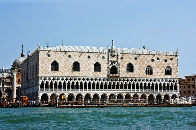 italy-venice-st-marks-square-doges-palace